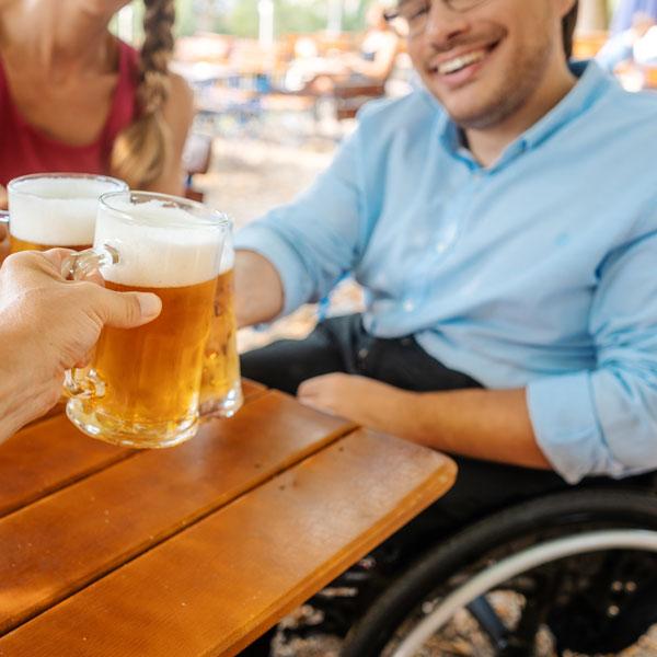 discapacitado en restaurante